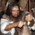 Neandertaler vor seinem Zelt